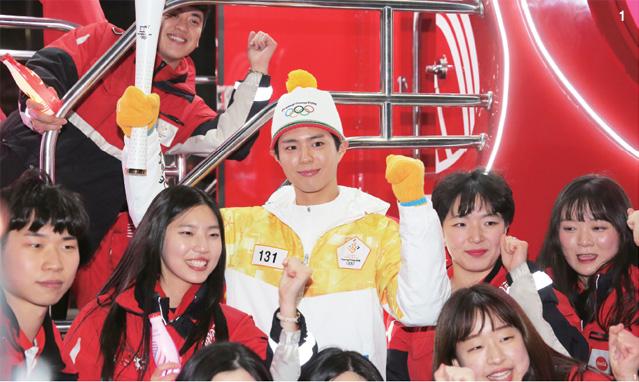 올림픽 성화봉송 131번째 주자 박보검, 150번재 주자 강광배, 17번째 주자 차범근 축구 꿈나부