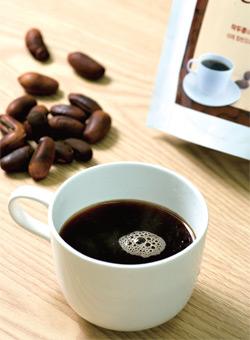 킹 빈으로 만든 음료의 외관은 커피와 크게 다르지 않다.