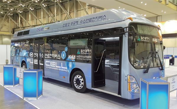 수소연료전지버스. 울산시는 2035년까지 모든 시내버스를 수소전기버스로 바꾸겠다는 계획을 갖고 있다.