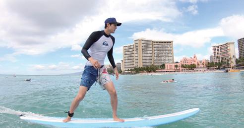 서핑하고 있는 이기우