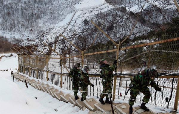 전방, 격오지 부대 등 극한 지역에서 복무하는 군 장병에게 패딩점퍼가 지급된다.
