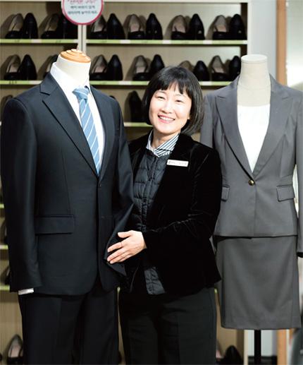 4c95eb95d3a 정장 10벌로 시작해 대표적인 비영리단체로 자리매김한 열린옷장의 김소령 대표