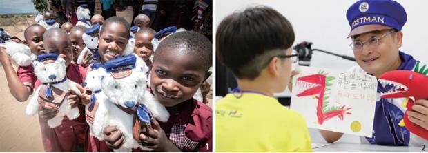 1 탄자니아 북부 킬리만자로의 어린이들에게 선물한 고마 인형 2 아이에게 인형을 선물하는 박성일 대표