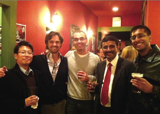 라이코스가 인도의 와이브랜트에 매각된다는 발표를 직원들에게 한 후 가진 축하 파티에서 촬영한 사진이다.