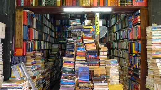추억을 떠오르게 만드는 보수동의 헌 책들.