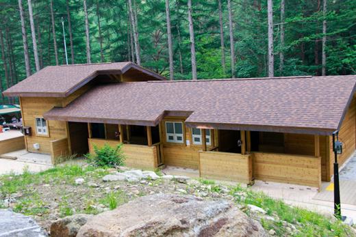 청옥산자연휴양림의 야외 복합시설.