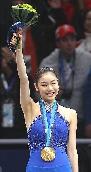 김연아가 2010년 밴쿠버 동계올림픽에서 아사다 마오를 꺾고 우승, 피겨 여왕에 올랐다.(사진=저작권자(c)연합뉴스.무단전재-재배포금지)