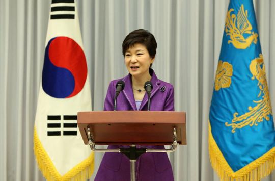 박근혜 대통령이 25일 청와대에서 열린 대통령직속 문화융성위원회 1차 회의에서 인사말을 하고 있다. (사진=청와대)