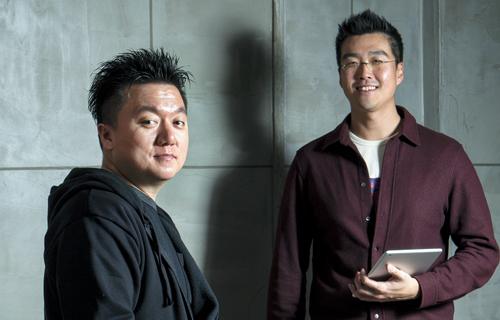 정부 지원을 통해 유료 웹툰 서비스를 안착시킨 레진엔터테인먼트의 권정혁 최고기술책임자(왼쪽)와 이성업 이사.