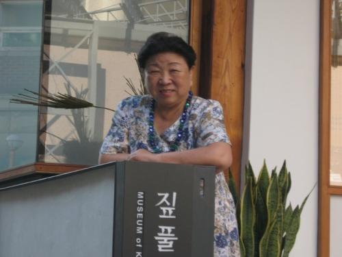 짚풀문화 연구에 평생을 바친 짚풀생활사박물관 설립자인 인병선 관장. 40대까지 문인으로 활동했으며 초대 한국사립박물관협회장 역임, 대한민국문화유산상을 수상했다.