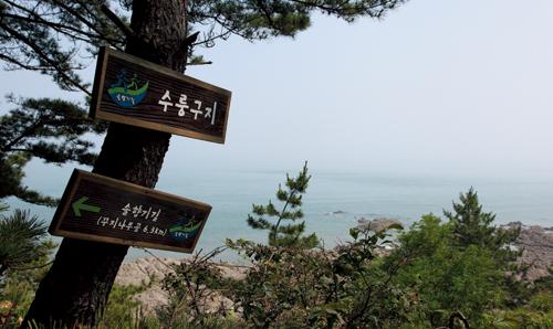 해안을 따라서 오르는 길마다 안내표지판이 곳곳에 붙어있다