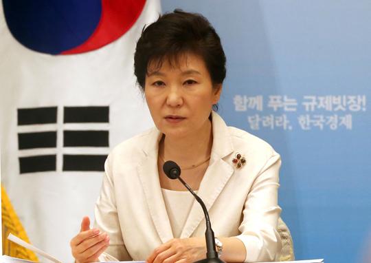 """박 대통령 """"규제개혁 안이하고 더딘것 아닌지 위기감"""""""