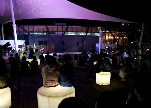 지난달 28일 서울 대학로 마로니에 공연에서 '미드나이트 마로니에' 공연이 열리고 있는 모습.