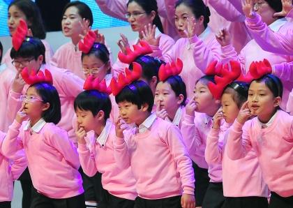 22일 서울 코엑스에서 대한민국 대표 100여 개 동호회들이 한자리에 모이는 '2014 전국 생활문화동호회 축제'가 열린 가운데 가족합창단 동호회의 공연이 펼쳐지고 있다.