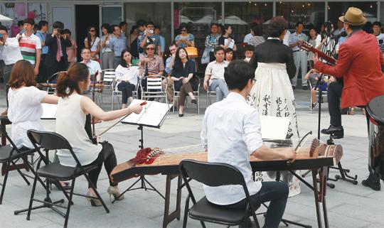 '창작준비지원금' 제도는 예술가들이 안정적으로 창작활동에 몰입할 수 있도록 한 안전망이다.(사진=저작권자 (c) 연합뉴스. 무단전재-재배포금지)