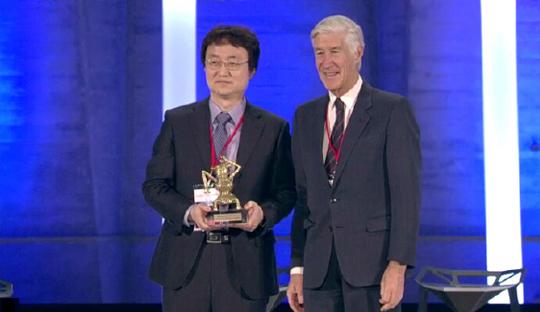 지난 2월 4일 프랑스에서 열린 제8회 유네스코 넷엑스플로상(Netexplo Award) 시상식에서 테그웨이 최고기술경영자(CTO)인 카이스트 전기및전자공학과 조병진 교수가 '세상을 바꿀 10대 기술' 대상을 받았다.