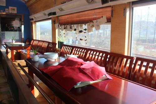 남도해양열차에는 가족석, 연인석은 물론 다례체험실까지 꾸며져 있다.