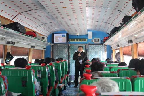 행운의 주인공인 40명의 탐방객들이 설레는 마음으로 기차에 올랐다.