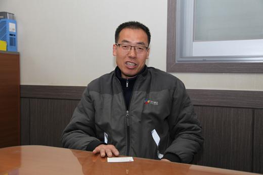 """지난 26일 오전 CJ 대한통운 구로지점에서 정욱주씨가 """"규제개혁으로 안심하고 택배배달을 하고 있다""""고 말하고 있다."""