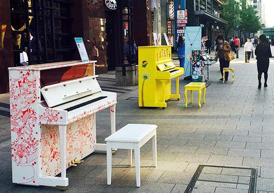 누구나 연주할 수 있는 거리의 피아노