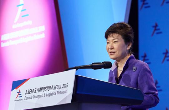 박근혜 대통령이 10일 오전 서울 중구 신라호텔에서 열린 유라시아 교통물류 국제심포지엄 개막식에 참석, 축사를 하고 있다. (사진=청와대)