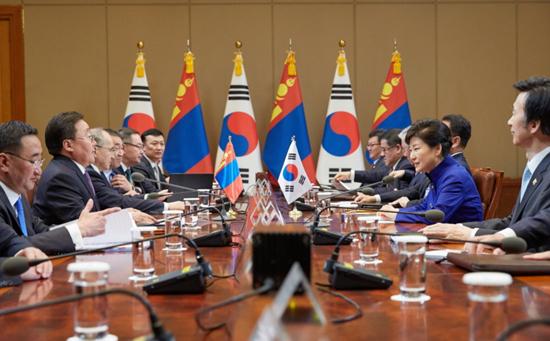 한-몽골 정상은 북한 문제를 비롯해 경제, 문화 관련 다양한 교류 활성화를 논의했다.