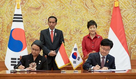 양 대통령은 총 11건의 MOU(양해각서)를 통해 서로간의 교류협력을 약속했다.