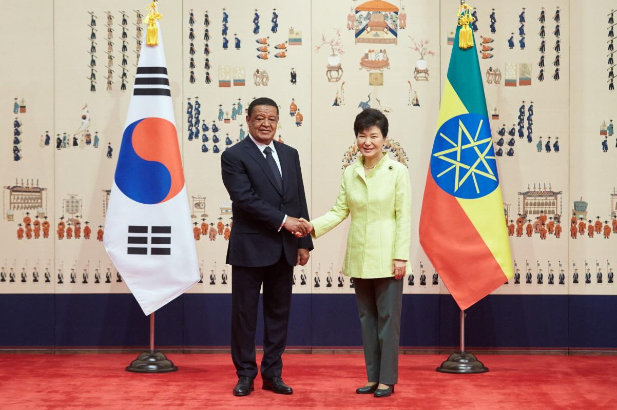 박 대통령의 아프리카 방문은 우리나라 정상 중 4번째이다. 사진은 작년 4월 청와대에서 열린 한-에티오피아 정상회담의 모습.