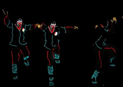 '한-우간다 문화공감공연'이 열린 29일(현지시간) 융복합 공연을 선보이는 '광탈'이 LED 조명기술을 활용한 탈춤 공연을 펼치고 있다.