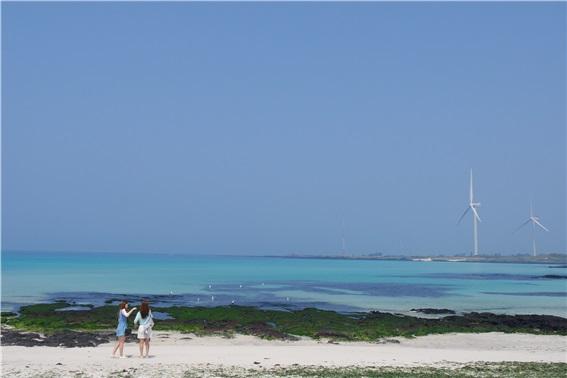 오늘은 '바다의 날', 무료 등대스테이 어때?