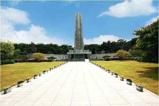 현충탑 (제공: 국립서울현충원)