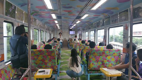 평화열차인 DMZ-train 실내 모습