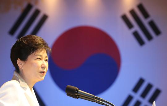 """박 대통령 """"북, 핵 내려놓지 않으면 체제 유지할 수 없어"""""""