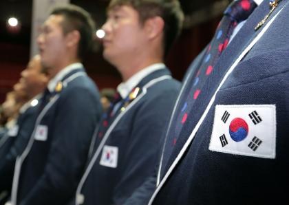 19일 서울 올림픽공원 내 올림픽홀에서 2016 리우하계올림픽 선수단 결단식이 열렸다. 이날 참석한 선수단의 단복에 태극기가 새겨져 있다.