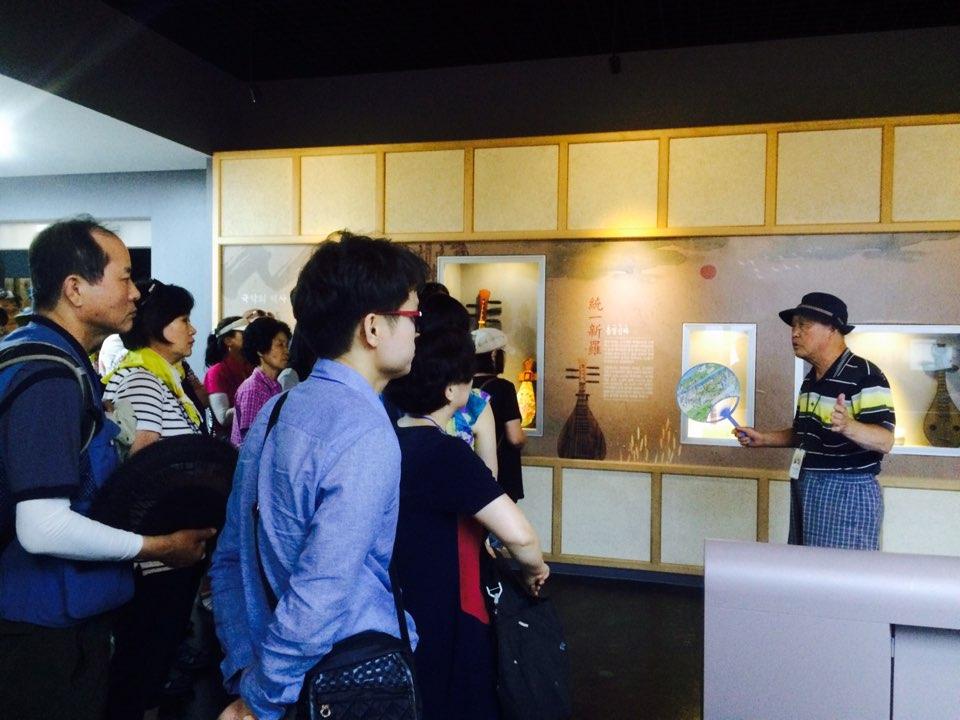 난계국악박물관 담당 선생님의 설명을 듣는 프로그램 참여자분들