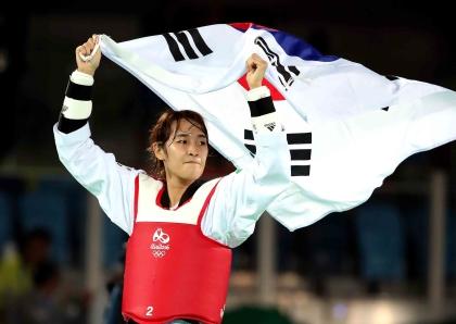 2016 리우올림픽 여자 태권도 49kg급 금메달리스트 김소희 선수. 대한민국은 금9·은3·동9 개를 따내 종합 8위로 17일간의 대장정을 마쳤다.