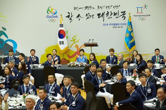 """박 대통령 """"올림픽 선수단, 희망과 용기의 상징"""""""