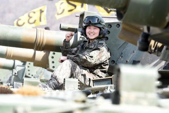 '여군 최초 전차 승무원'인 육군수도기계화보병사단 임현진 하사. (사진=국방일보 DB)