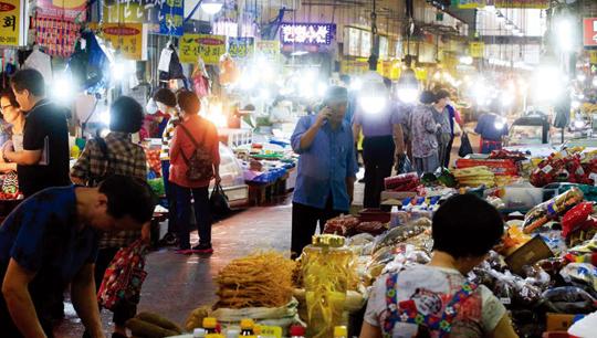 전국 17개 시·도의 전통시장도 코리아 세일 페스타 덕분에 활기를 띠었다. (사진=동아DB)