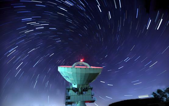 '한미우주협력협정'이 3일 공식 발효돼 우주개발 최강국 미국과 본격적인 협력을 위한 첫 단추 끼웠다. 사진은 세종시 연기면 국토지리정보원 우주측지관측센터에서 직경 22m의 초장거리 전파간섭계(VLBI:Very Long Baseline Interferometry)가 수십억 광년에 있는 퀘이사(QUASAR)의 전파를 측정하고 있는 장면. <저작권자(c) 연합뉴스, 무단 전재-재배포 금지>