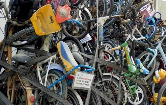 큰 자원낭비이자 환경문제를 가져와는 폐자전거들