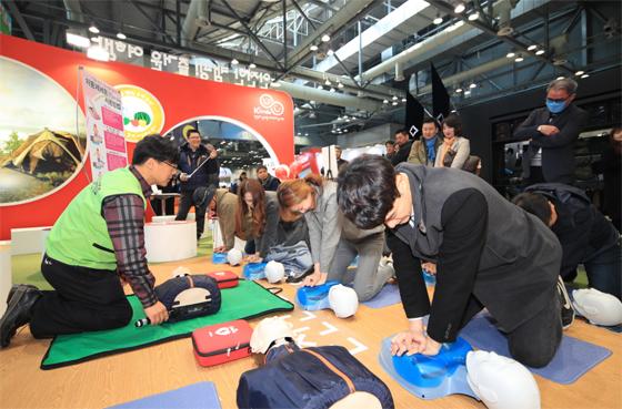 지난 3월에 개최된 2017 캠핑&피크닉페어에서 친환경 안전캠핑 홍보관 운영모습