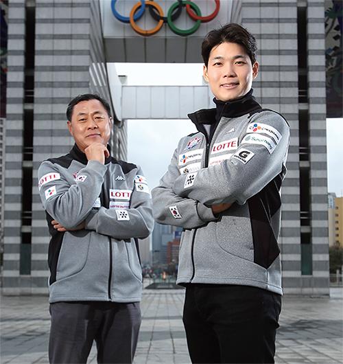 박기호 노르딕 복합 대표팀 감독(왼쪽)과 박제윤 알파인 스키 국가대표 선수. 박제언 노르딕 복합 국가대표 선수는 군 복무중이라 이날 함께하지 못했다.