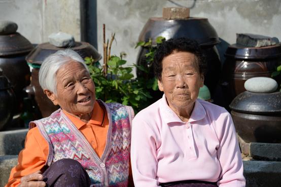 쑥섬의 섬살이 이야기를 해 주신 고씨와 김씨 할머니