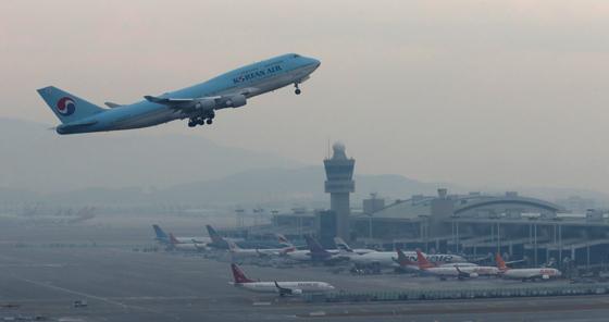 국내선 초과예약땐 항공사 직원부터 내린다