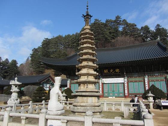 월정사 팔각구층 석탑(국보 제48호).