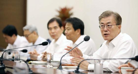 6월 1일 일자리 추경 강조 수석보좌관회의.