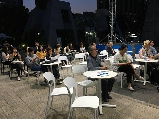 6.15 남북공동선언 17주년인 어제 15일, 한반도 평화에 대한 열띤 제언이 이루어진 이날 열린 포럼을 찾은 시민들.