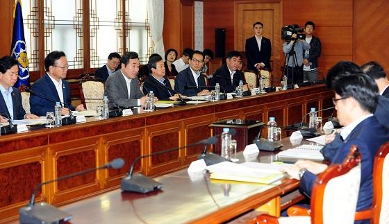 6일 오전 서울 세종로 정부서울청사에서 제3회 국정현안점검조정회의가 열렸다.