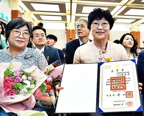 국민포장을 받은 김성옥 고문은 진정한 성평등이 되면 이 행사는 없을 거라 말했다.